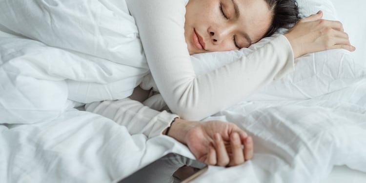 woman-sleeping-next-to-a-smartphone